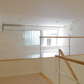 窓があって健やかに。※写真は1階の反転間取り別部屋のものです。