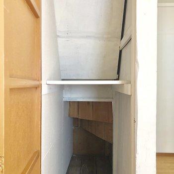 【1階】階段下収納。