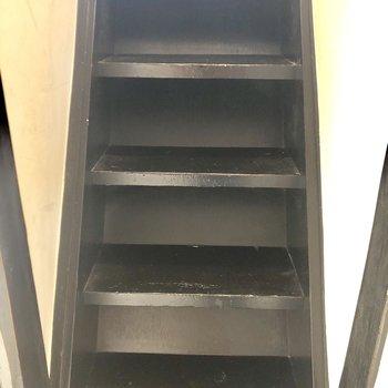 階段ちょいと急です。
