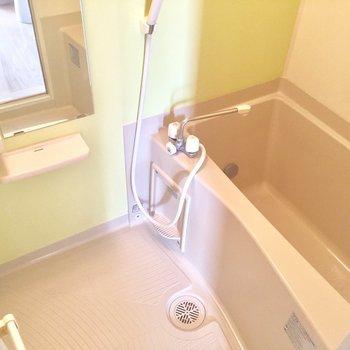 お風呂は清潔感あって綺麗です。