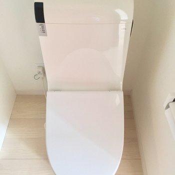 トイレはウォシュレット付きです!※写真は4階の反転間取りの別部屋です。