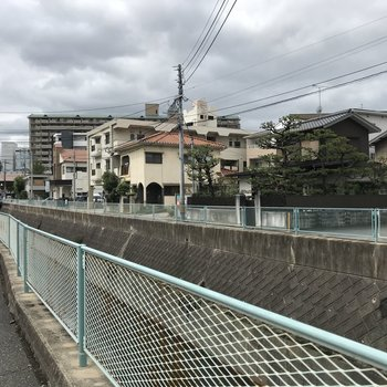 この道を通って高宮駅まで。