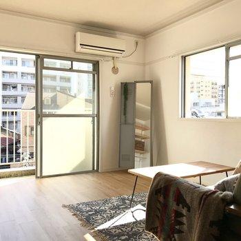 角部屋の特権、2面採光。空気の入れ替えもバッチリ。 (※写真の家具は見本です)