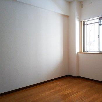 4.2帖のお部屋は書斎や子供部屋にももってこいですね!※写真は2階の同間取り別部屋のものです