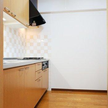 キッチンはひろーいスペースです!※写真は2階の同間取り別部屋のものです