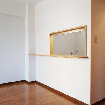 窓からリビングが見えるデザイン!※写真は2階の同間取り別部屋のものです