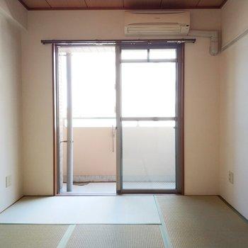 ここでゴロンってしたいなぁ。※写真は2階の同間取り別部屋のものです