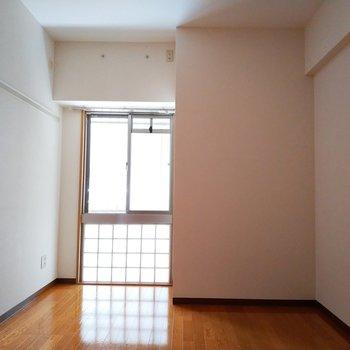 6.1帖のお部屋は納戸扱いですが、窓もあるので 寝室にもいいですね。※写真は2階の同間取り別部屋のものです