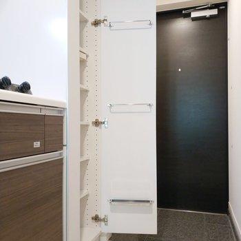 シュークローゼットは高さが嬉しい仕上がりに。※写真は8階の同間取り別部屋のものです