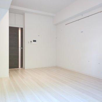 まっさらなお部屋だなぁ!※写真は8階の同間取り別部屋のものです