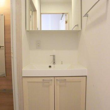 ワイドな洗面台が素敵!※写真は前回募集時のものです