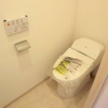 温水洗浄便座付きのトイレです。※写真は前回募集時のものです