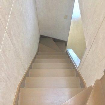 階段を降りて、1階へGO!※写真は前回募集時のものです