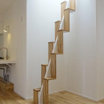 この階段を登ると・・・