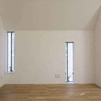 こちら側にも小窓がたくさん。