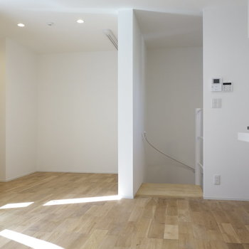 無垢床広がる1Rのお部屋です。