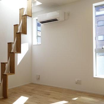 屋上へつづく階段もあります。