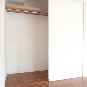 こちらはクローゼット。スライドドアでデッドスペースもありません