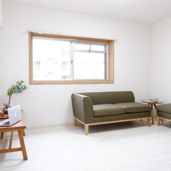 【洋室】もうひとつの洋室へ。爽やかな空間。※写真は前回募集時のものです