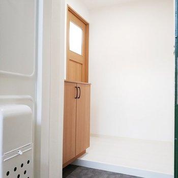 玄関も清潔感溢れます。※写真は前回募集時のものです