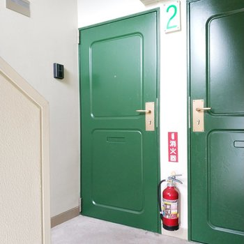 緑扉が特徴的。