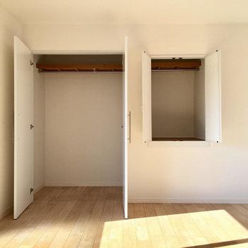 こちらはベランダ側の洋室です。