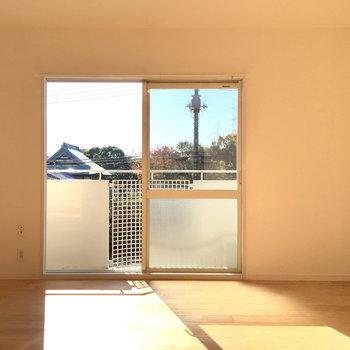 こちらは2階バルコニー側のお部屋です。