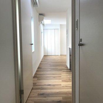 玄関を開けると廊下※写真は前回募集時のものです