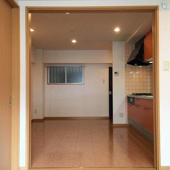 キッチン周りはフローリングになっています。