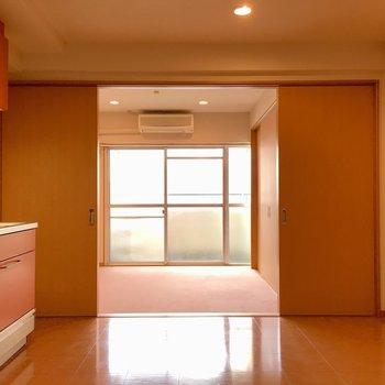 お部屋は扉を開けると洋室までみわたせます。