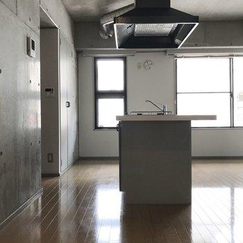 アイランドキッチンなので開放的。 ※写真は前回募集時のものです