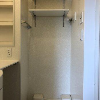 こちらにも2段の棚が!※写真は2階の同間取り別部屋のものです