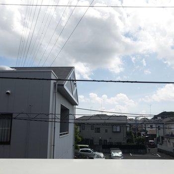 眺望がこちら。晴れた日は洗濯物が良く乾きそう。※写真は2階の同間取り別部屋のものです