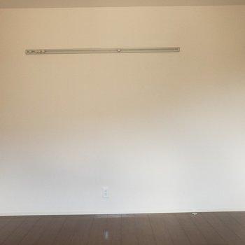 【洋室】ダブルベッドでも入りますよ!※写真は2階の同間取り別部屋のものです