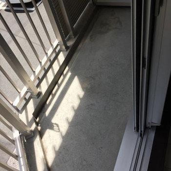 ベランダ少し小さめ・・※写真は2階の同間取り別部屋のものです