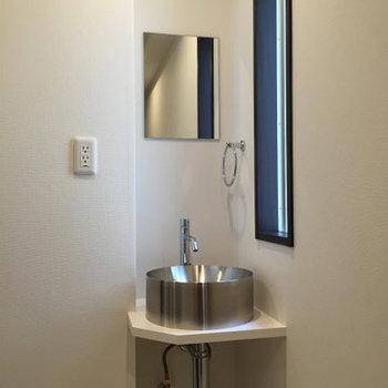 廊下に洗面台があっておもしろい!※写真は2階の同間取り別部屋のものです