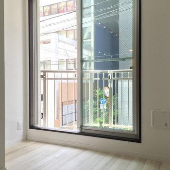 奥がちょっとデッドスペースに※写真は2階の同間取り別部屋のものです