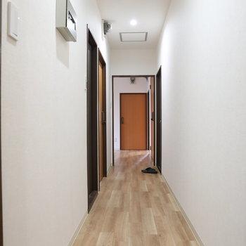 【共有】この廊下の一番奥がお部屋です