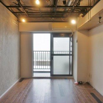 天井に床に壁、もお素敵すぎる!