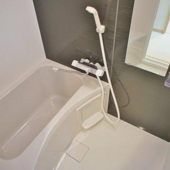 ピカピカ、浴室乾燥付き