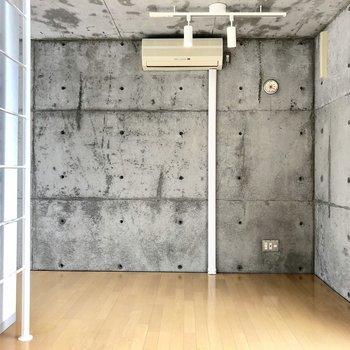 打ち放しコンクリートのデザイナーズマンション