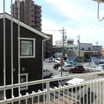 眺望はお隣りの民家※写真は同じ間取りの別部屋のものです。