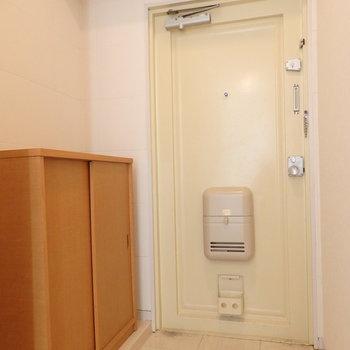 玄関※写真は同じ間取りの別部屋のものです。