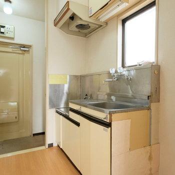 【工事前】キッチンも生まれ変わります◎窓がうれしいですね!