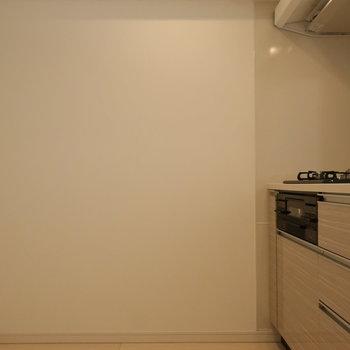 冷蔵庫が後ろに置けるくらいのスペース。
