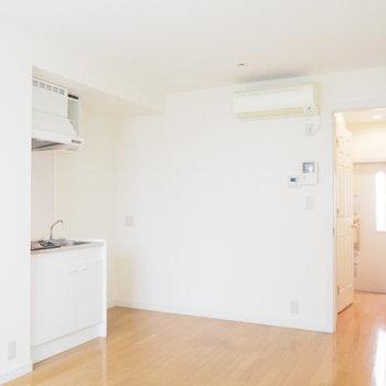 どこをとっても白くて清潔感にあふれています。※写真は1階の反転間取り別部屋