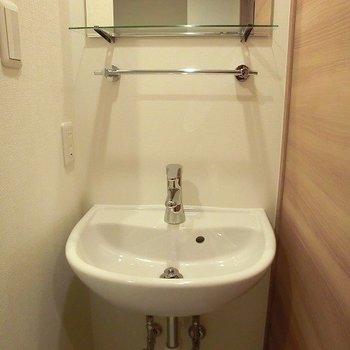 ころころした洗面台。※写真は3階の同間取り別部屋のものです。