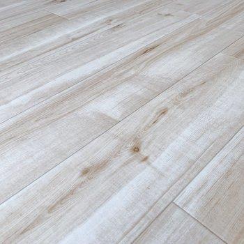 無垢床風の床です!好きです。