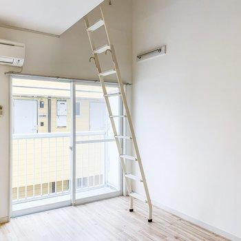ロフトは高めなので、お部屋は開放的です。