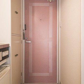 玄関は少しコンパクトかな。